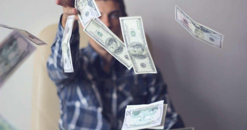 peur de gaspiller de largent, comment arrêter les dépenses inutiles, largent part trop vite, je suis dépensière, ne pas avoir d'argent de côté, que faire de mes économies, comment arrêter d'acheter, personne qui dépense sans compter
